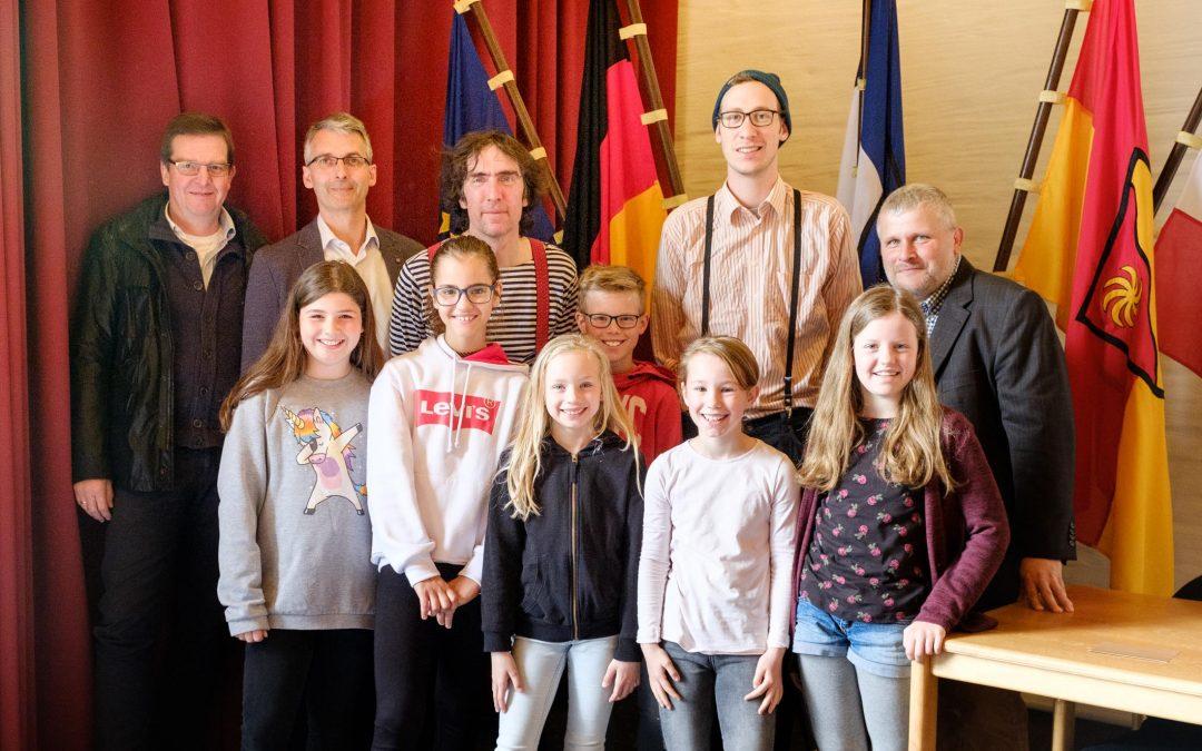 """""""Wenn ich einmal groß bin…"""" – Neues theaterpädagogisches Straßentheater-Projekt startet im Ratssaal"""