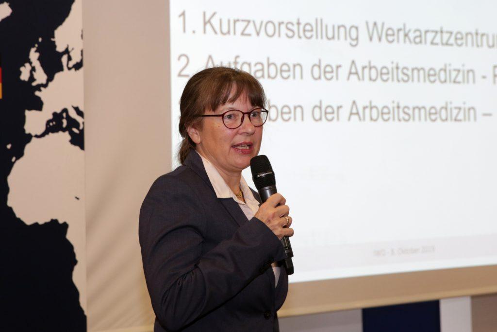 Dr. Verena Locher stellte die Arbeit des Werkarztzentrums Oelde vor Bild: Knut Reimann