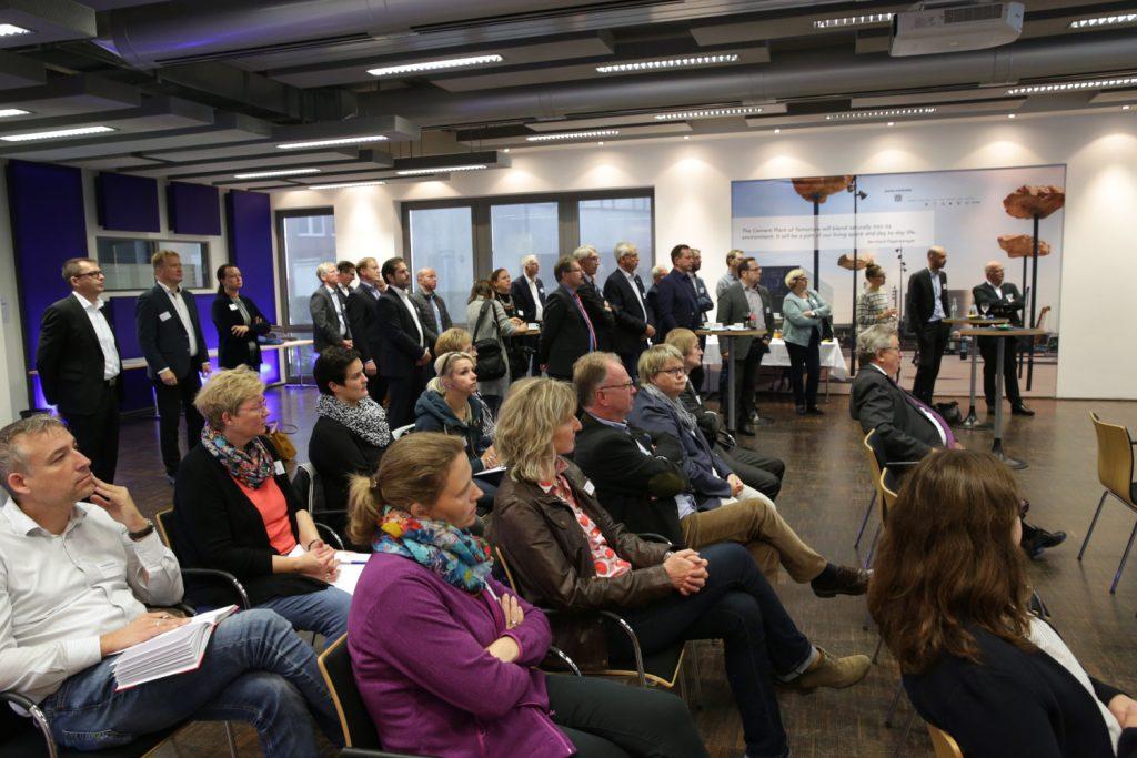 Rund 30 Unternehmensvertreter waren der Einladung der Stadt Oelde und des Initiativkreises Wirtschaft Oelde e.V. gefolgt Bild: Knut Reimann