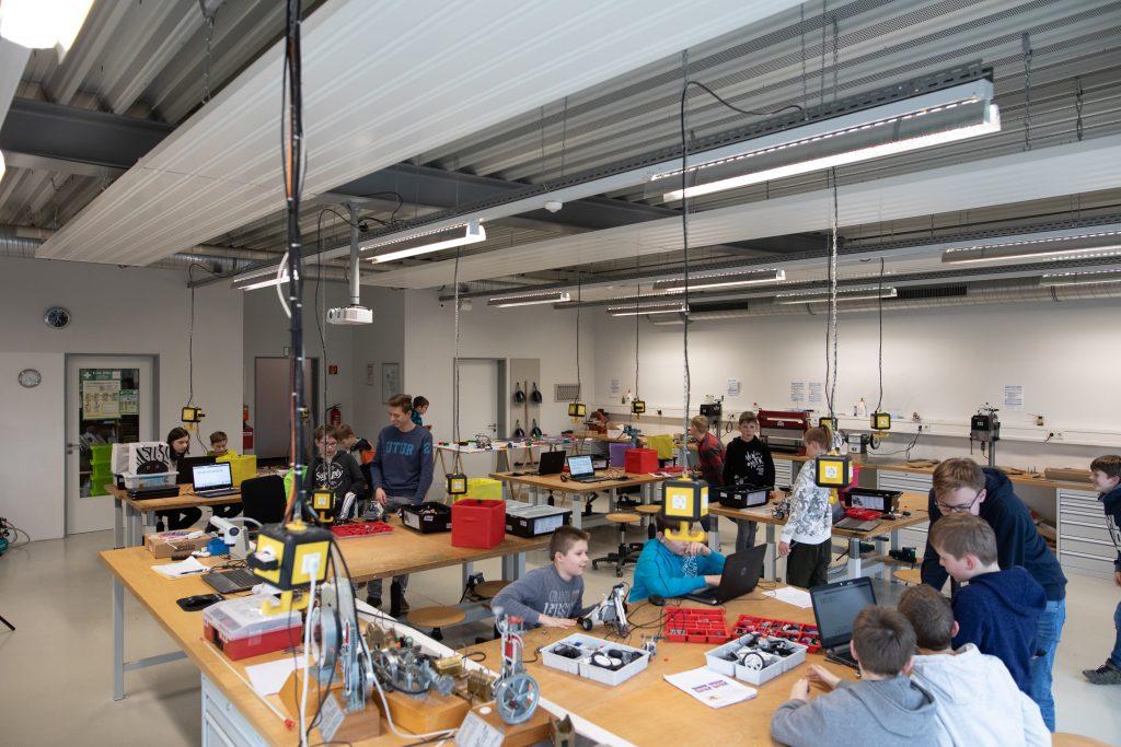 Der Technikraum des TMG ist die Heimat der schulübergreifenden Roboter AG Bild: Stadt Oelde